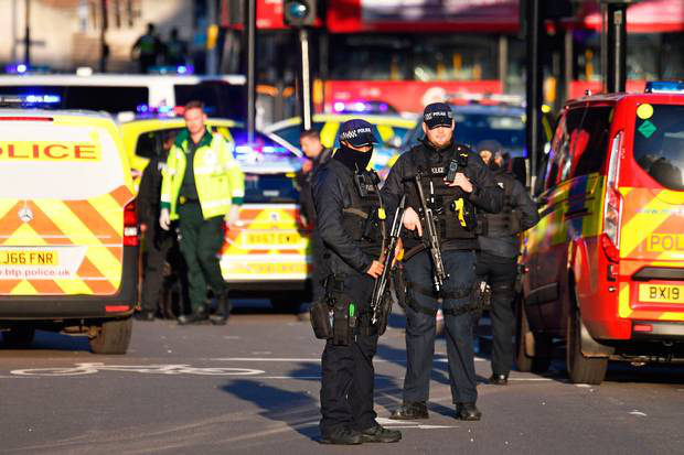 Sự cố ở cầu London: Cảnh sát xác định là vụ tấn công khủng bố, nghi phạm bị bắn chết ở hiện trường - Ảnh 1.