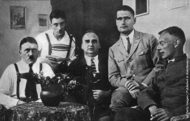 Ảnh hiếm về Adolf Hitler trước khi trở thành trùm phát xít khét tiếng - Ảnh 13.