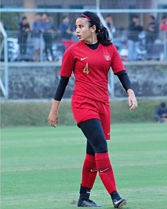 Bất ngờ với lý lịch khủng của tuyển thủ Indonesia vừa bị tuyển nữ Việt Nam đánh bại 6-0: Chiều cao vượt trội, sống ở châu Âu từ nhỏ, đang thi đấu ở CLB hàng đầu nước Anh - Ảnh 4.