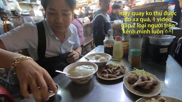 Cố tình chui vào một góc tối thui ở chợ Đài Loan để ăn, Khoa Pug vẫn xanh mặt vì đụng độ anti-fan: Ngồi đây run quá, sợ bị đánh! - Ảnh 5.
