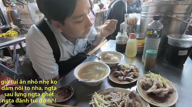 Cố tình chui vào một góc tối thui ở chợ Đài Loan để ăn, Khoa Pug vẫn xanh mặt vì đụng độ anti-fan: Ngồi đây run quá, sợ bị đánh! - Ảnh 6.