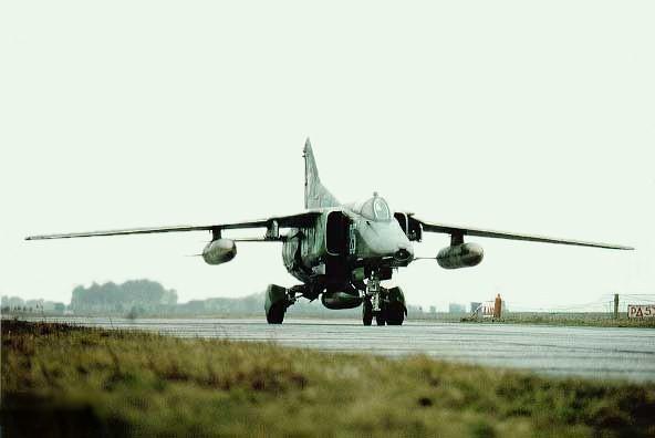 Chuyến bay cuối cùng của những chiếc MiG-27 trước khi vào bảo tàng - Ảnh 3.