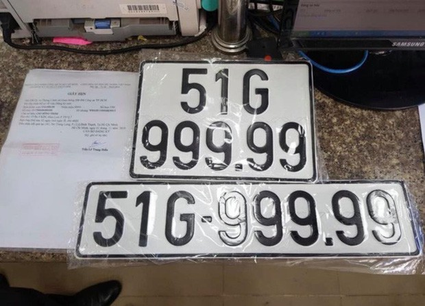 Ai là người nắm giữ xe ô tô mang biển số 999.99? - Ảnh 1.