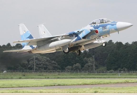 Nhật Bản nâng cấp gần 100 tiêm kích F-15 - Ảnh 1.
