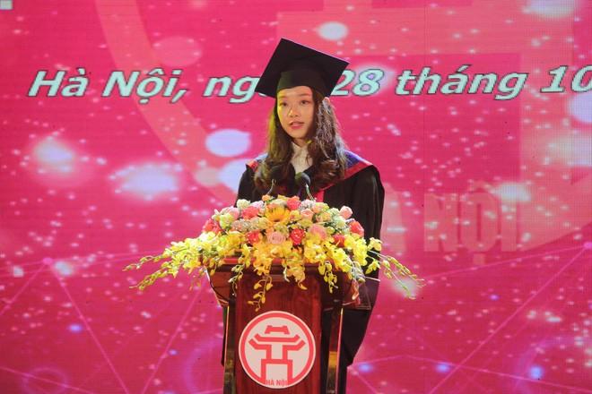 Thủ khoa xinh đẹp trường Kinh tế Quốc dân khiến dân tình choáng váng vì thành tích học tập siêu đỉnh, học 3.5 năm đã tốt nghiệp ĐH - Ảnh 1.