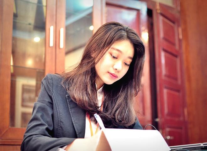 Thủ khoa xinh đẹp trường Kinh tế Quốc dân khiến dân tình choáng váng vì thành tích học tập siêu đỉnh, học 3.5 năm đã tốt nghiệp ĐH - Ảnh 11.