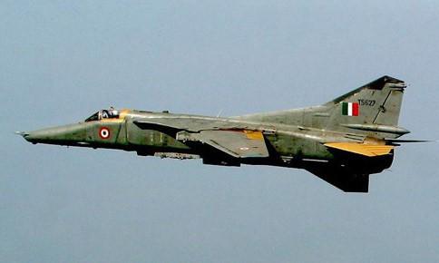 Chuyến bay cuối cùng của những chiếc MiG-27 trước khi vào bảo tàng - Ảnh 4.