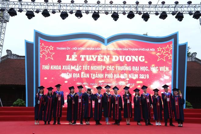 Thủ khoa xinh đẹp trường Kinh tế Quốc dân khiến dân tình choáng váng vì thành tích học tập siêu đỉnh, học 3.5 năm đã tốt nghiệp ĐH - Ảnh 10.