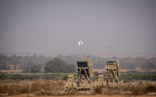 Tên lửa S-300 Syria bị ghìm cương để mặc Israel tấn công - Bất thường, Nga ùn ùn chở vũ khí hạng nặng tới Tartus - Ảnh 15.