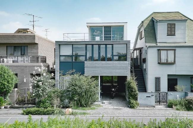 Vợ thu nhập cao xây ngôi nhà 3 tầng view toàn cây xanh và ánh sáng tặng chồng nghỉ hưu ở Nhật - Ảnh 1.