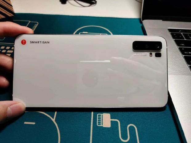 Đây là smartphone do TikTok làm ra, nhìn đi nhìn lại hao hao iPhone 5 thế nhỉ? - Ảnh 2.