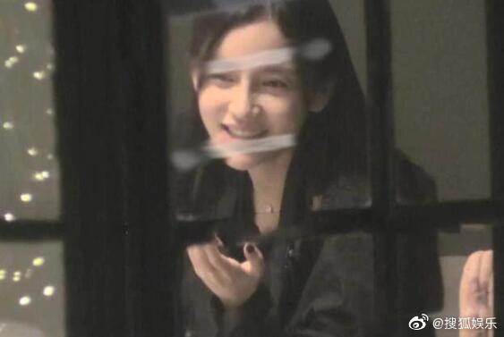 Giữa tin đồn ly hôn Huỳnh Hiểu Minh, Angelababy bị chỉ trích vì hành động sai trái kém văn minh - Ảnh 2.