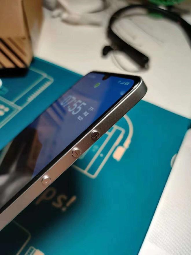 Đây là smartphone do TikTok làm ra, nhìn đi nhìn lại hao hao iPhone 5 thế nhỉ? - Ảnh 4.