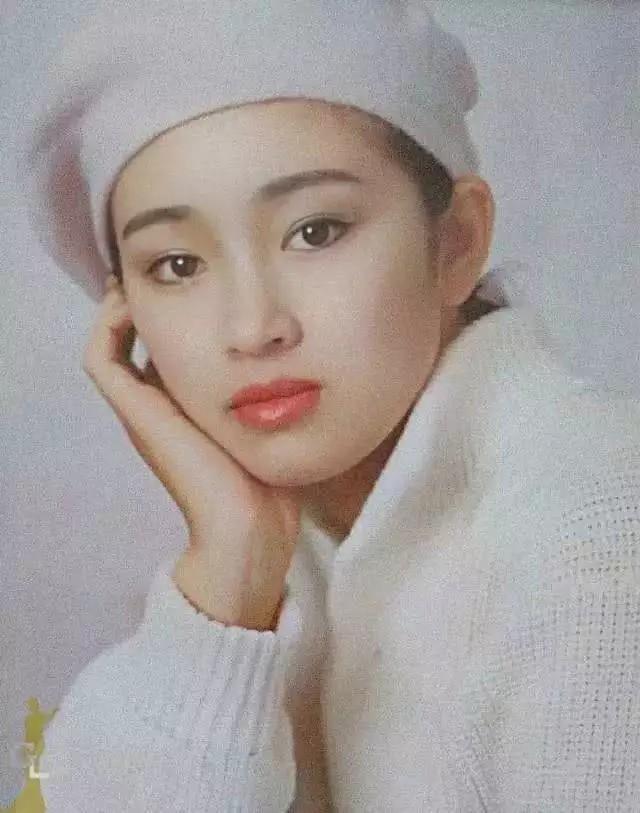 Nhìn lại loạt ảnh tuổi 20 của Củng Lợi, người từng được giới báo chí quốc tế ưu ái gọi là người phụ nữ đẹp nhất phương Đông - Ảnh 5.