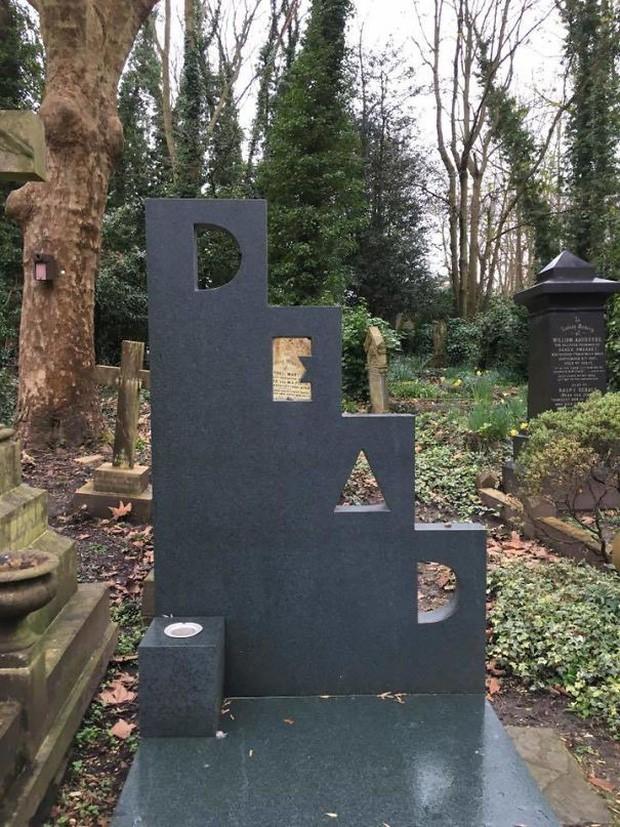 Những câu nói cực lầy khắc trên bia mộ khiến Thượng đế cũng phải cười khi đọc được - Ảnh 5.