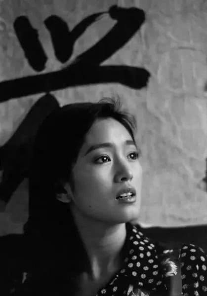 Nhìn lại loạt ảnh tuổi 20 của Củng Lợi, người từng được giới báo chí quốc tế ưu ái gọi là người phụ nữ đẹp nhất phương Đông - Ảnh 6.