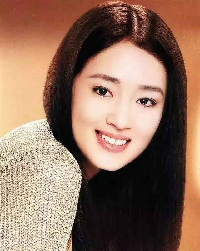 Nhìn lại loạt ảnh tuổi 20 của Củng Lợi, người từng được giới báo chí quốc tế ưu ái gọi là người phụ nữ đẹp nhất phương Đông - Ảnh 8.