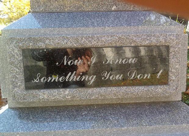 Những câu nói cực lầy khắc trên bia mộ khiến Thượng đế cũng phải cười khi đọc được - Ảnh 8.
