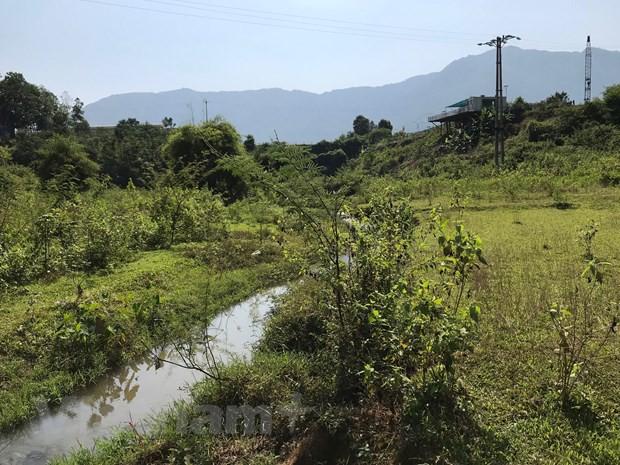 Cận cảnh bùn thải nghi nhiễm dầu tại cửa súc xả bể chứa sông Đà - Ảnh 11.