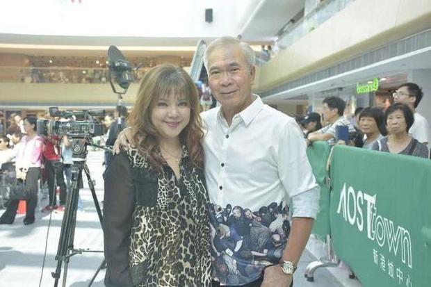 Nam diễn viên Ỷ Thiên Đồ Long Ký bản TVB bị bắt gặp tình tứ cùng gái trẻ mới ngoài 20 tuổi - Ảnh 2.