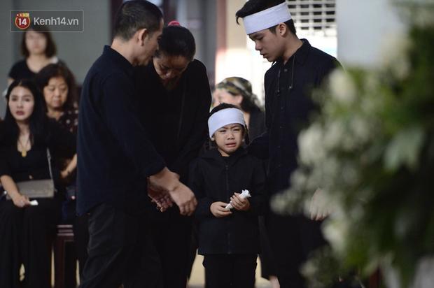 Tang lễ con gái đạo diễn Đỗ Đức Thành: Cầm nhành hoa trắng trên tay, tạm biệt nhé thiên thần 20 tuổi! - Ảnh 4.