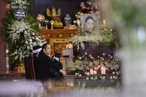 Tang lễ con gái đạo diễn Đỗ Đức Thành: Cầm nhành hoa trắng trên tay, tạm biệt nhé thiên thần 20 tuổi! - Ảnh 5.