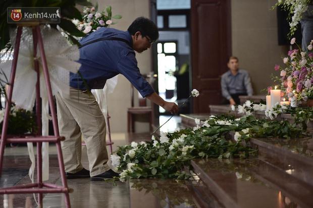 Tang lễ con gái đạo diễn Đỗ Đức Thành: Cầm nhành hoa trắng trên tay, tạm biệt nhé thiên thần 20 tuổi! - Ảnh 6.