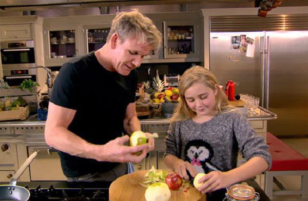 Có bố là đầu bếp triệu phú nhưng các con của Gordon Ramsay vẫn phải ngồi máy bay hạng thường, không bao giờ được vào nhà hàng sang trọng - Ảnh 6.
