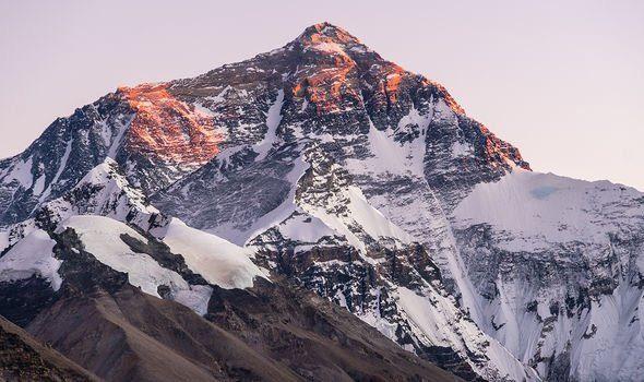 Bí ẩn đằng sau cái chết ly kỳ của nhà thám hiểm trên dãy Everest - Ảnh 4.