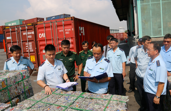 Bắt giữ 4 container phế liệu xuất khẩu lợi dụng luồng xanh, trốn thuế hơn 500 triệu đồng - Ảnh 1.