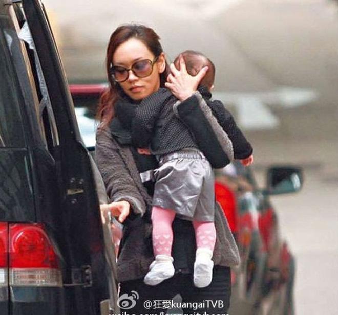 Hoa hậu TVB xuống dốc vì bê bối chửa hoang và tuổi 41 nương tựa đại gia làm lại cuộc đời - Ảnh 3.