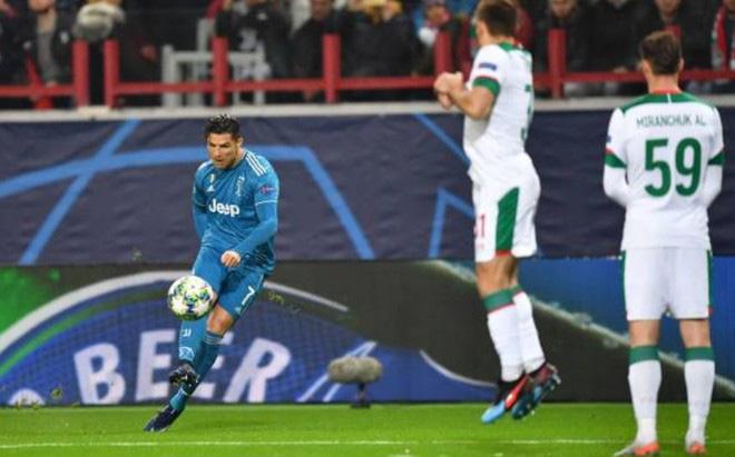 Cả năm mới có quả đá phạt ra tấm ra món, nhưng Ronaldo bị đồng đội cướp mất bàn thắng - Ảnh 1.