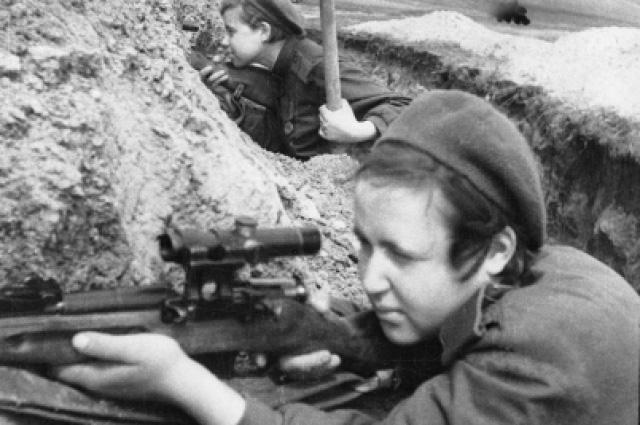 'Những mảnh thủy tinh sắc nhọn': Biệt đội nữ bắn tỉa Liên Xô xinh đẹp tiêu diệt 12.000 tên phát xít - Ảnh 1.