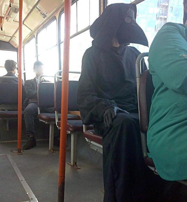 Trông như này thì trống 2 ghế sau lưng là chuyện bình thường thui.