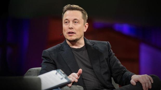 Elon Musk là một nhà phát minh, doanh nhân, tỉ phú người Nam Phi.