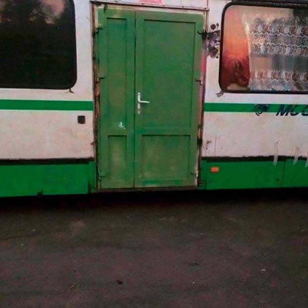Cửa nào mà chẳng là cửa!