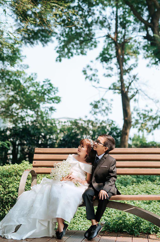 """Đám cưới của cặp đôi tí hon từng bị nhầm là """"con nít ranh"""" được tổ chức tại quê nhà, vẻ lạ lẫm của cô dâu gây chú ý - ảnh 6"""