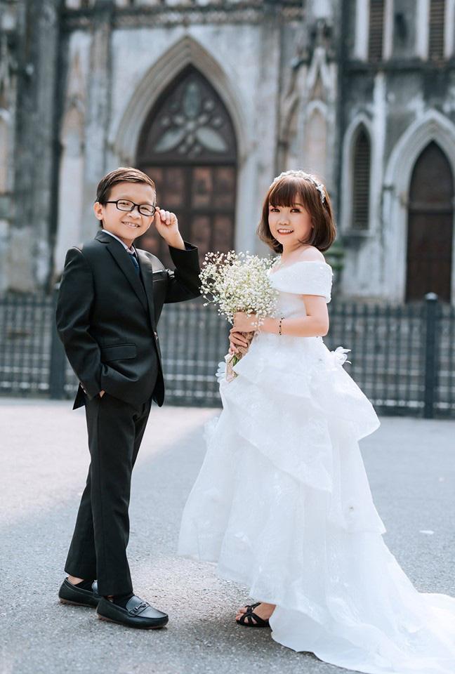 """Đám cưới của cặp đôi tí hon từng bị nhầm là """"con nít ranh"""" được tổ chức tại quê nhà, vẻ lạ lẫm của cô dâu gây chú ý - ảnh 7"""