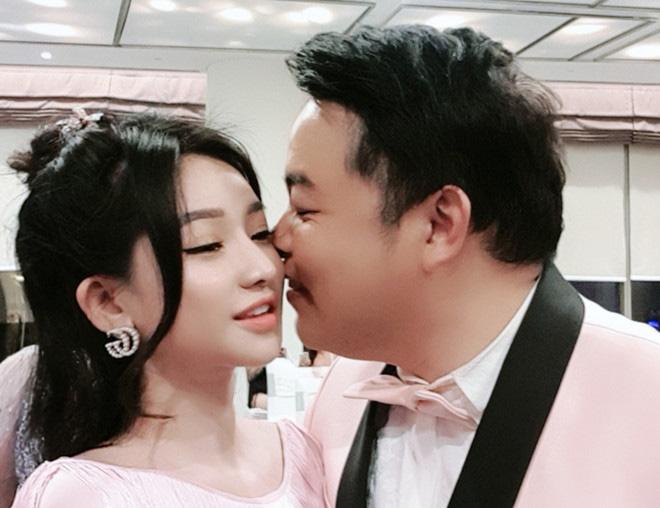 2 mỹ nhân của Quang Lê: Người là vợ cũ Hồ Quang Hiếu, người liên tục bị ném đá' vì mặc phản cảm - ảnh 1
