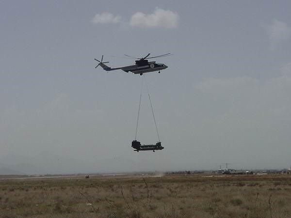 Ngấm đòn từ Ukraine, Nga xót xa nhìn trực thăng lớn nhất thế giới phải nằm đất - ảnh 17