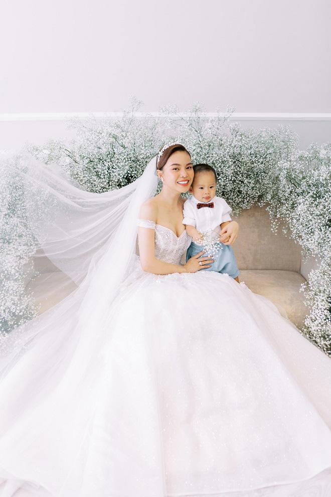 Giang Hồng Ngọc khoe ảnh cưới cùng chồng và con trai trước ngày lên xe hoa - Ảnh 6.