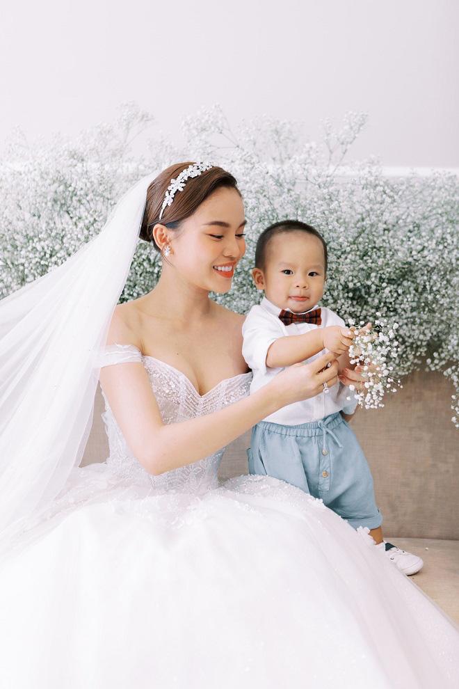 Giang Hồng Ngọc khoe ảnh cưới cùng chồng và con trai trước ngày lên xe hoa - Ảnh 7.