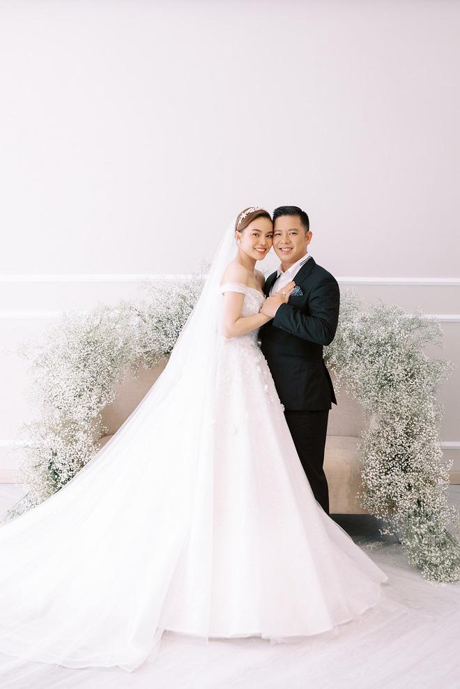 Giang Hồng Ngọc khoe ảnh cưới cùng chồng và con trai trước ngày lên xe hoa - Ảnh 1.