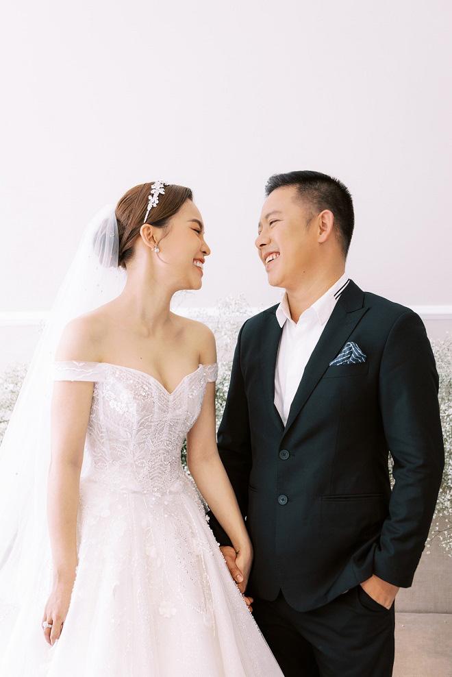 Giang Hồng Ngọc khoe ảnh cưới cùng chồng và con trai trước ngày lên xe hoa - Ảnh 2.