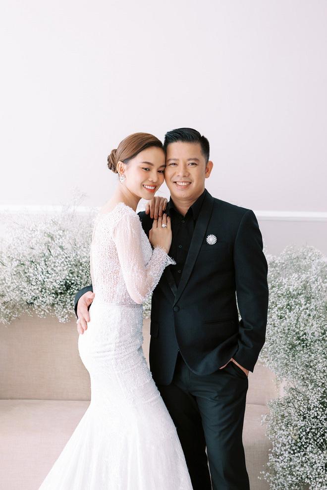 Giang Hồng Ngọc khoe ảnh cưới cùng chồng và con trai trước ngày lên xe hoa - Ảnh 4.