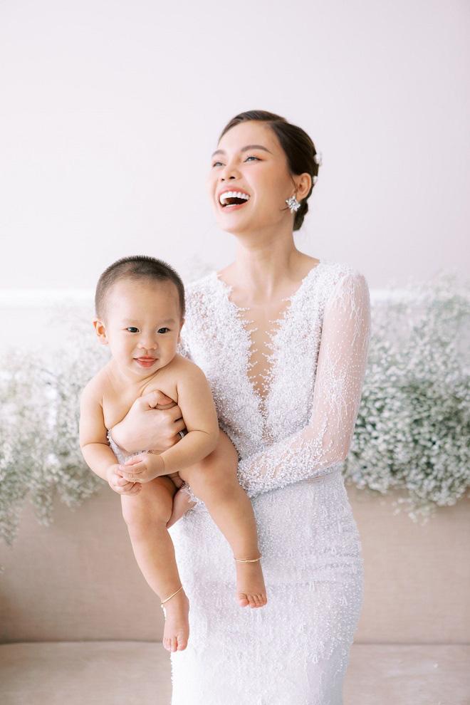 Giang Hồng Ngọc khoe ảnh cưới cùng chồng và con trai trước ngày lên xe hoa - Ảnh 8.