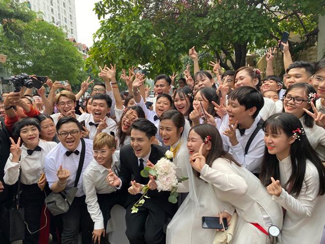 Đông Nhi đeo đầy vàng, òa khóc khi chính thức trở thành dâu nhà tập đoàn nhựa đình đám - ảnh 7