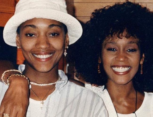 Chấn động: Gia đình và người tình của Whitney Houston xác nhận nữ danh ca là người đồng tính - ảnh 1