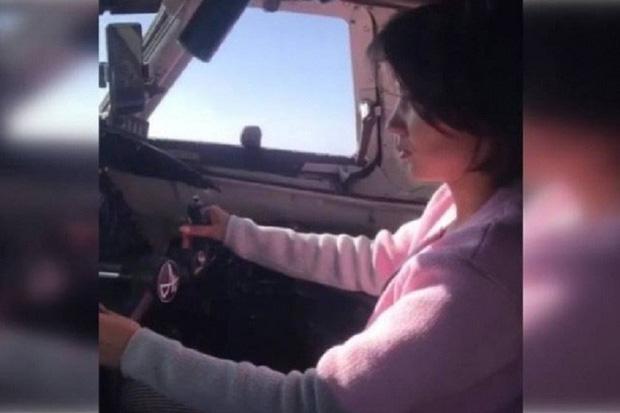 Phi công Nga bị truy tố vì để bạn gái lái máy bay chở khách - Ảnh 1.