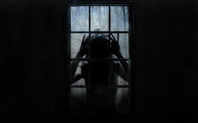 Con gái 6 tuổi khóc, bảo rằng búp bê nhìn mình chằm chằm vào ban đêm, bố mẹ lạnh người khi tìm ra sự thật - Ảnh 3.